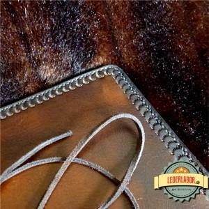 Nähte der Charaktermappe aus dem Lederlabor, Detailansicht